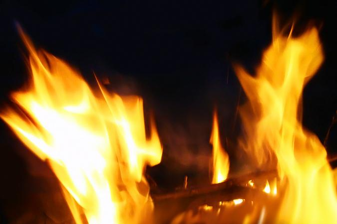 В автотехцентре на северо-западе Москвы сгорели семь автомобилей