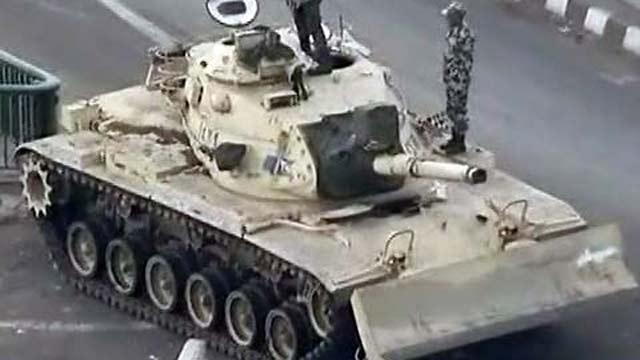 В Нижнем Тагиле танк снова помешал автомобилистам